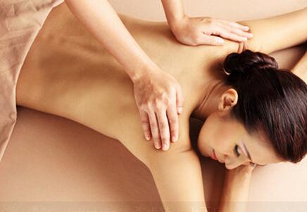 背部刮痧怎么刮 背部刮痧做法