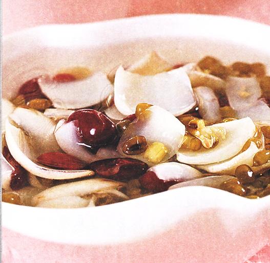 产后美颜月子食谱:百合双豆甜汤