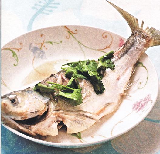 产后美颜月子食谱:清蒸鲢鱼