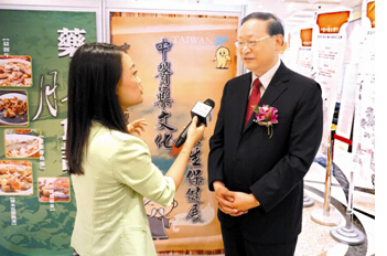 王国强在接受中央电视台台北站记者访问