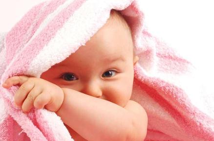 莫给宝宝捂盖太多