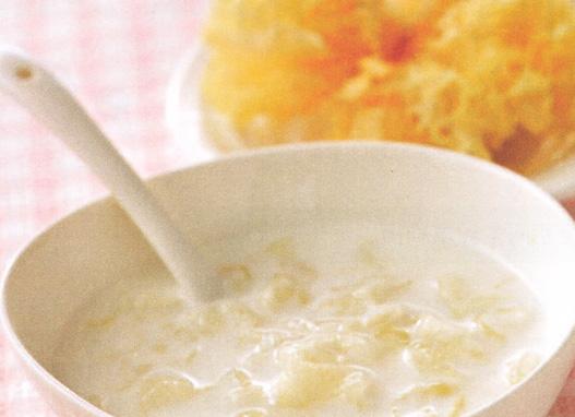 月经后期丰胸汤——鲜奶银耳露