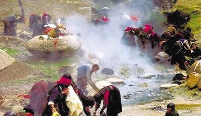 西藏温泉的藏浴疗法