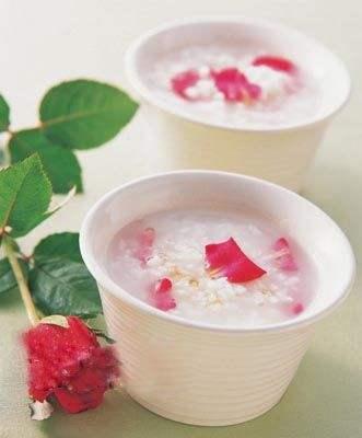 春季养肠胃:花果粥是佳选