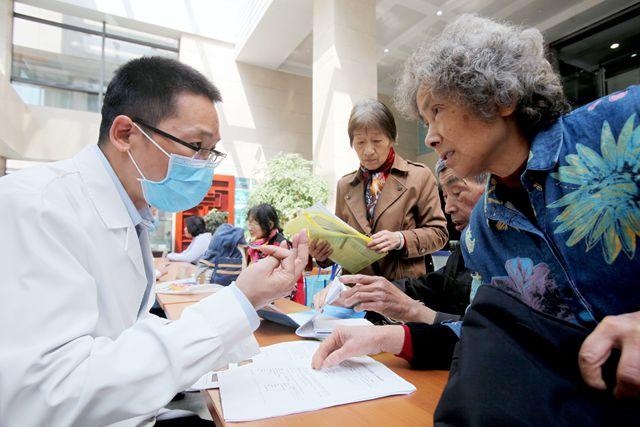 浙江省中医院组织开展系列讲座及大型义诊活动