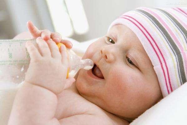 宝爸宝妈注意新生儿口腔健康不容忽视