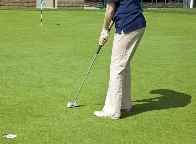 打高尔夫球时注意遵守礼仪