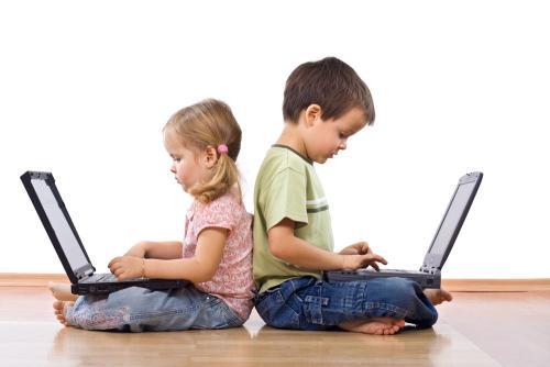 幼儿过早玩电脑坏处多多 父母教育工作要做好