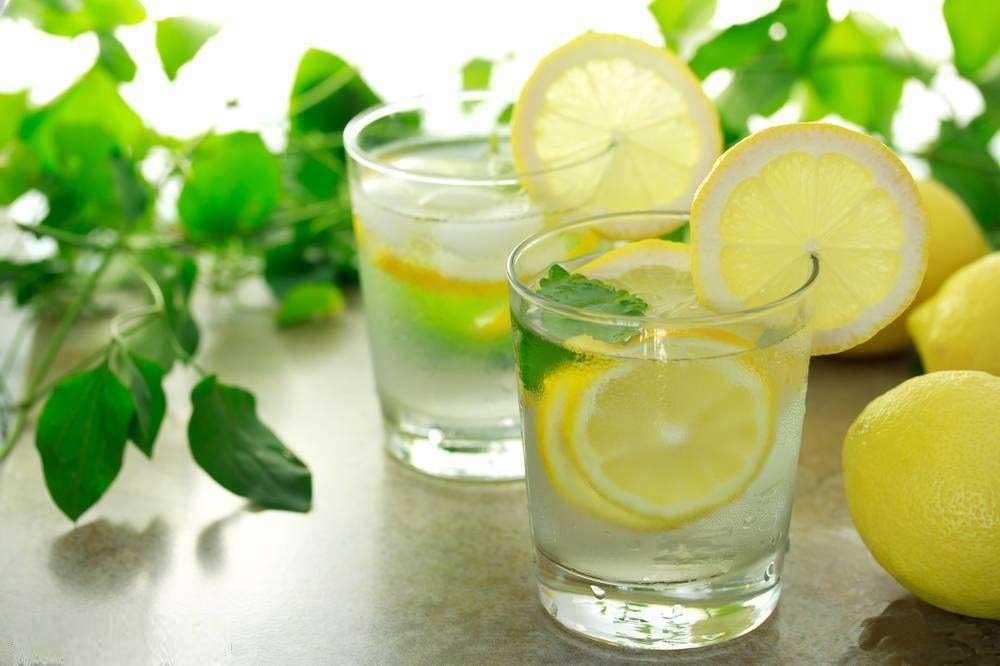 柠檬水的功效与作用 喝这东西竟能抗衰老