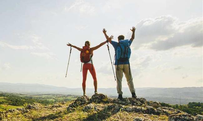中年人适合选择爬山运动