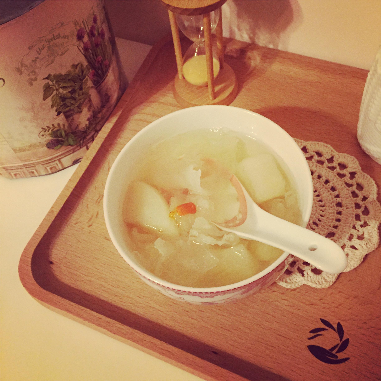 养肺汤的做法 推荐雪梨银耳汤