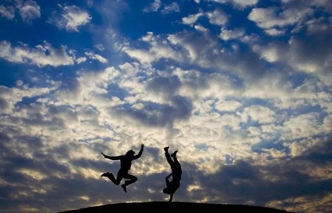 经常跳跃是青年人壮骨的好办法
