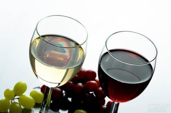 适量饮葡萄酒可防治肾结石
