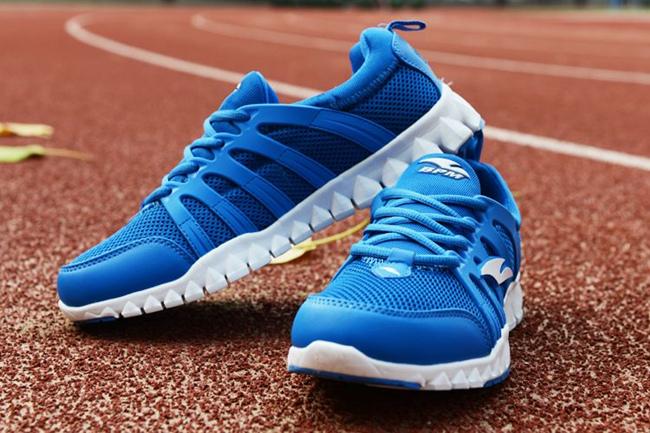 跑步时尽量穿跑鞋