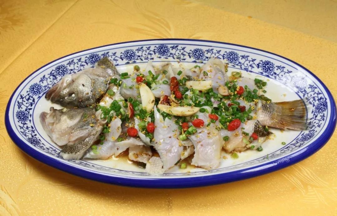 桂花香葱油淋鲈鱼