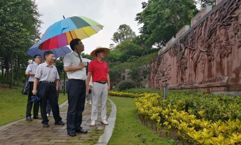 中国工程院院士黄璐琦率队到我园参观调研