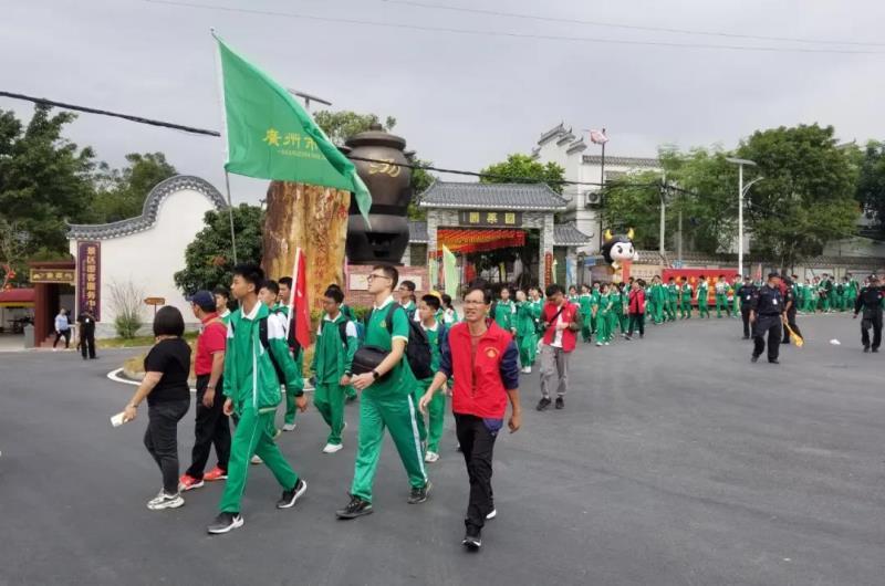 流溪中学高一年级组到岭南中医药文化博览园开展徒步研学活动